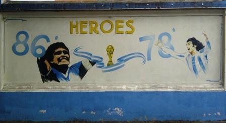 Mauermalerei in der Nähe des Friedhofes von Chacarita in Buenos Aires