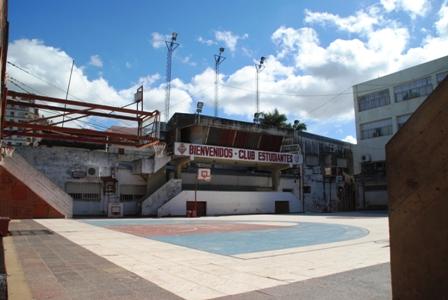 Sportplatz in Formosa in der Nähe der Uferpromenade