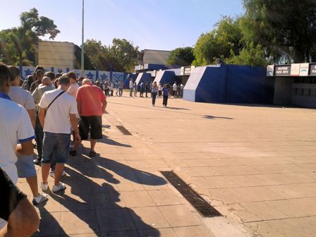 Kartenkauf vor dem Stadion von Vélez
