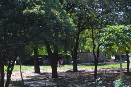 Asunción: Ein Elendsviertel hinter dem Nationalparlament
