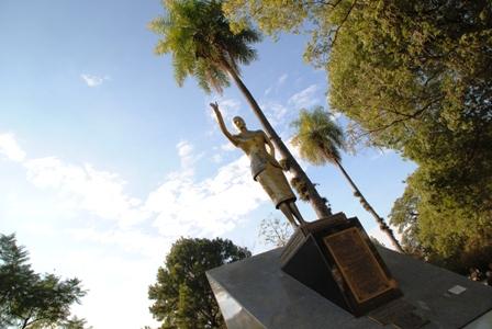 Die Evita-Statue auf der Plaza 25 de Mayo
